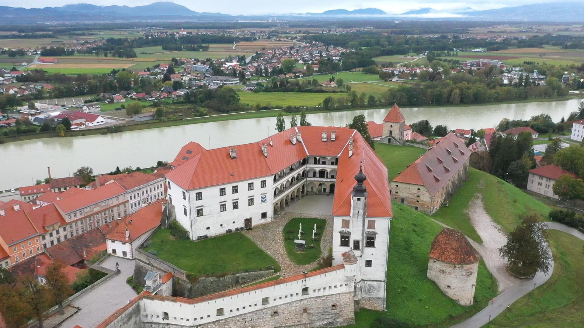 04 Blick auf die Burg von Ptuj