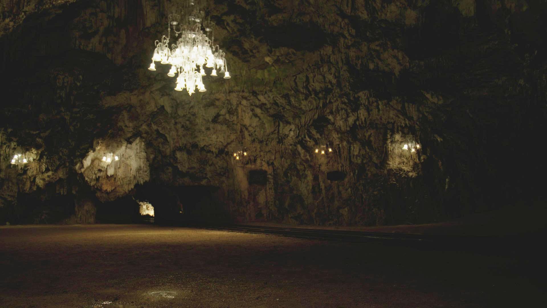 07 Ballsaal in der Tropfsteinhöhle von Postojna