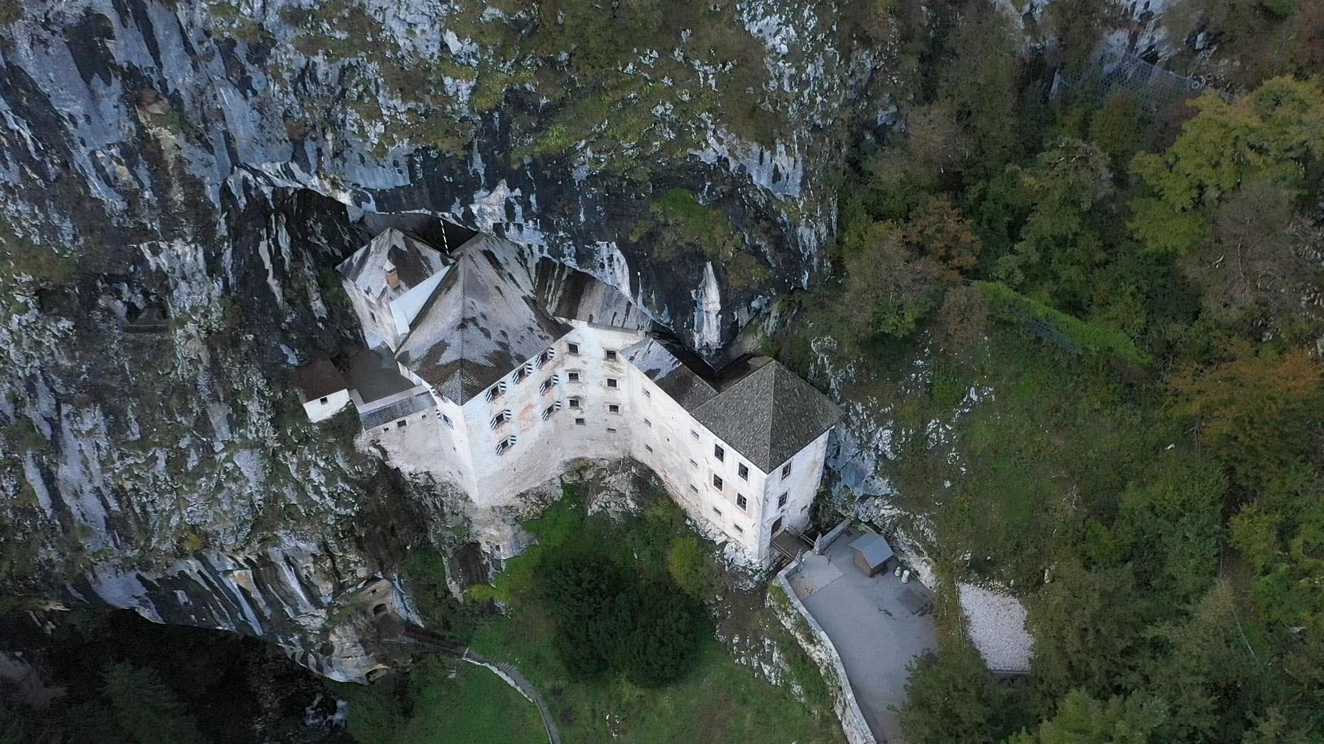 15 Doe Höhlenburg von Pretjama