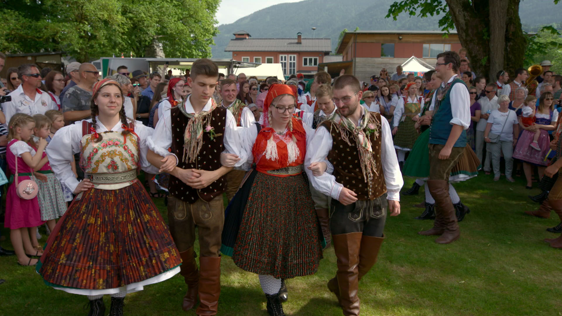 16 Tanz in Tracht