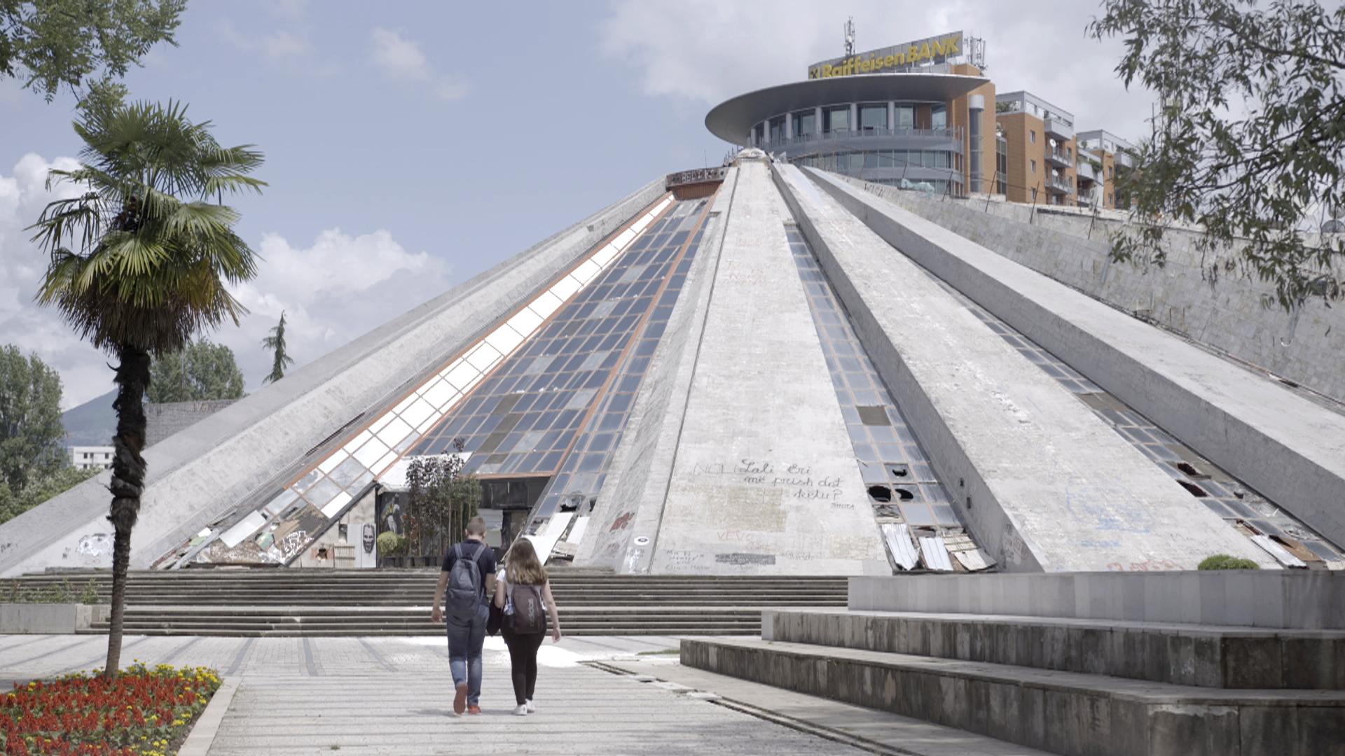 Pyramide_Tirana_Relikt_aus_kommunistischer_Zeit
