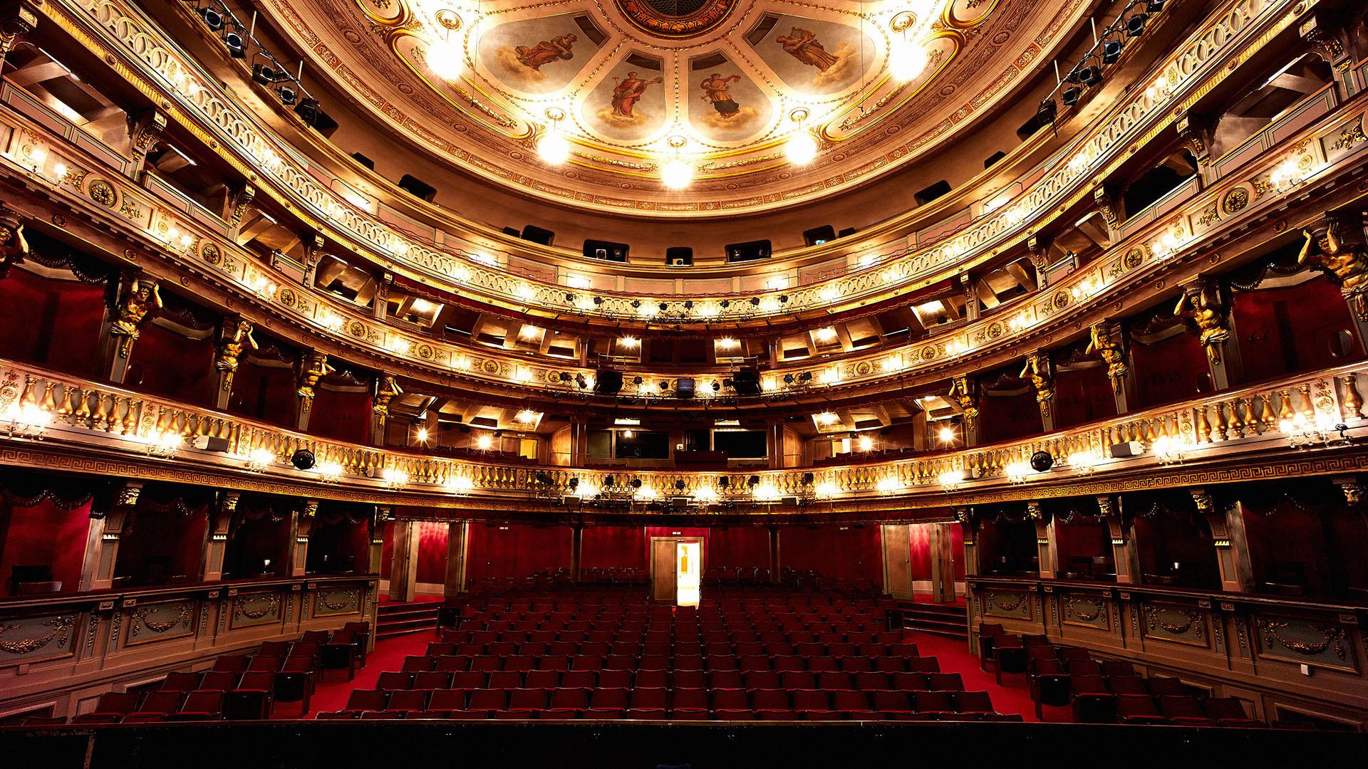 Theater_L1007581_s